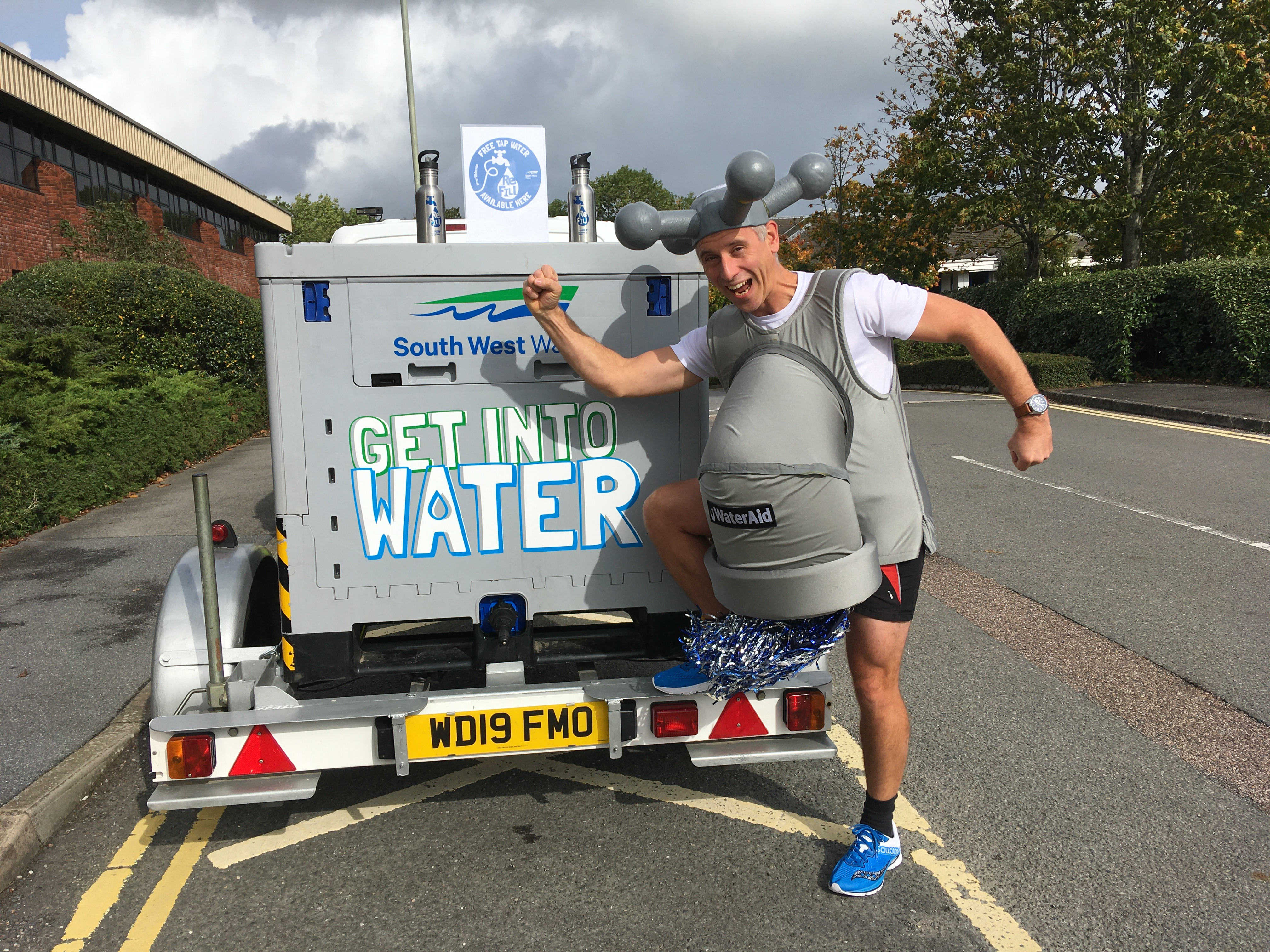 Runner goes extra 13.1 miles to spread water-saving message